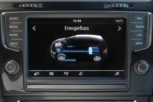 De benzine- en  elektromotor werken samen voor een zo gunstig mogelijk verbruik.