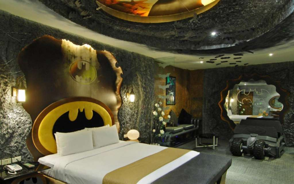 batman-themed-hotel-room-building-attractions-photo-u3