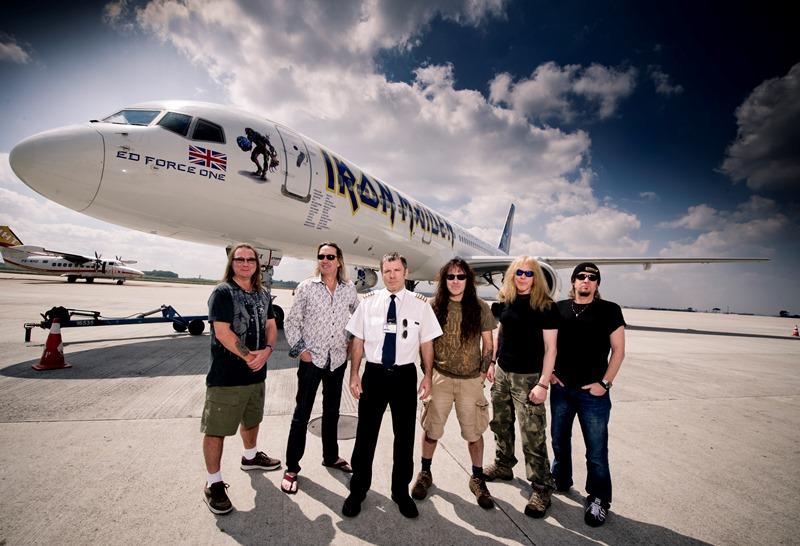 Het is niet de eerste keer dat de band op tournee gaat met hun eigen 'Ed Force One'.