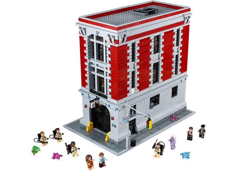 De set komt met negen figuren, waaronder alle Ghostbusters en natuurlijk ook het spook Slimer.