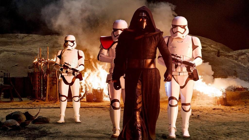 Kylo Ren is de nieuwe bad guy van Star Wars, en hij maakt al snel duidelijk dat er met hem niet te sollen valt.