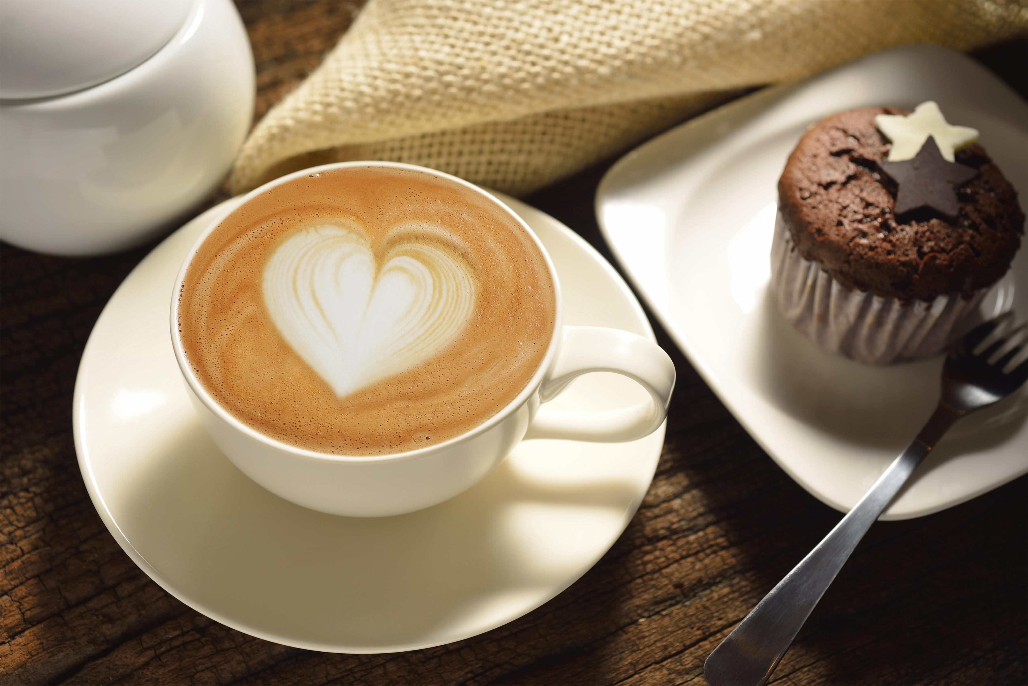 Zo maak je een hartje in je koffie de zondag - Bilder cappuccino ...