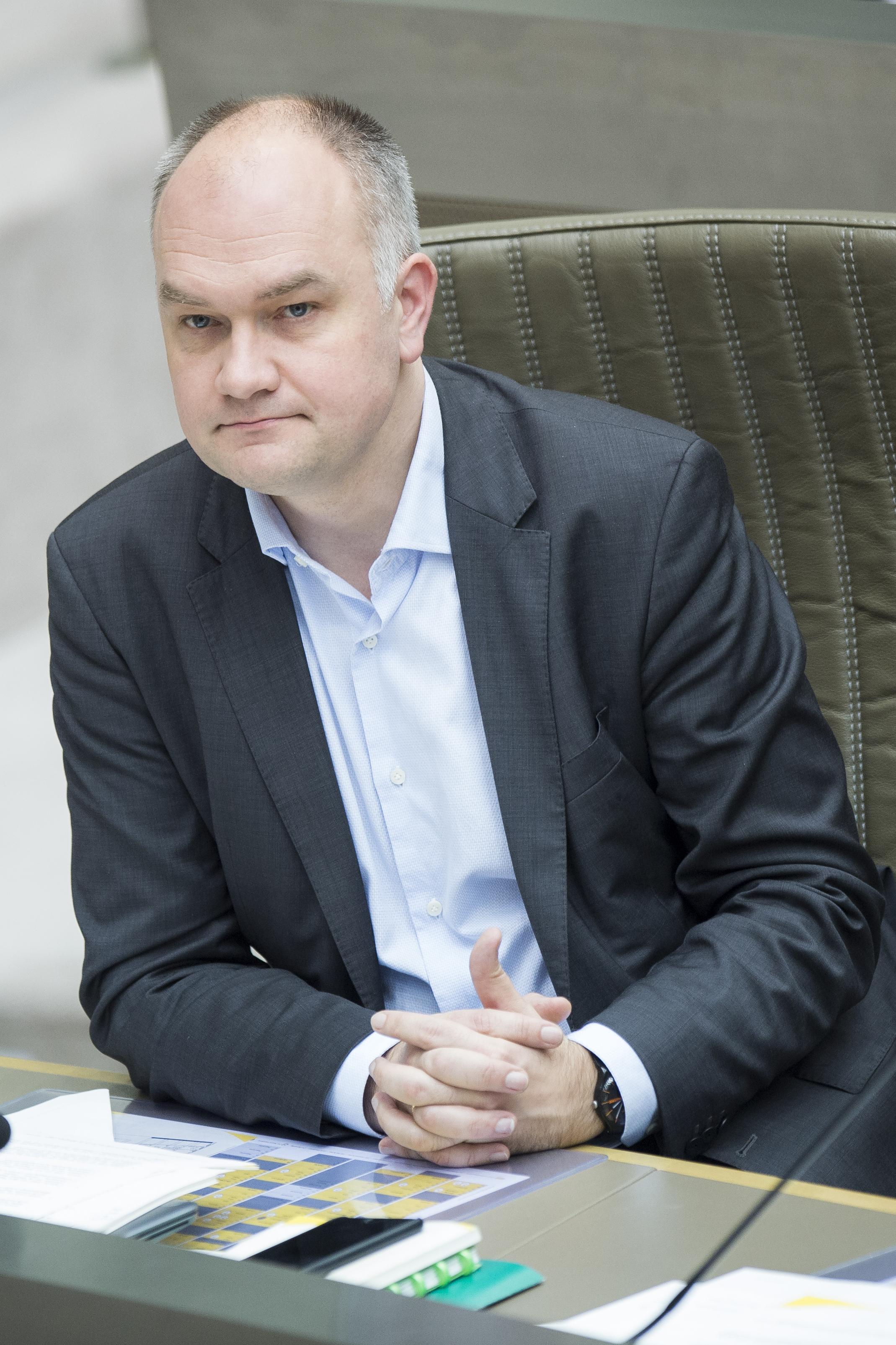 """Björn Rzoska over de begroting: """"Moest dit allemaal onder Di Rupo gebeuren, de N-VA schreeuwde moord en brand. Zij hebben veel te hoog ingezet in hun campagne en gaan nu flagrant onderuit."""" (foto Bob Reijnders)"""
