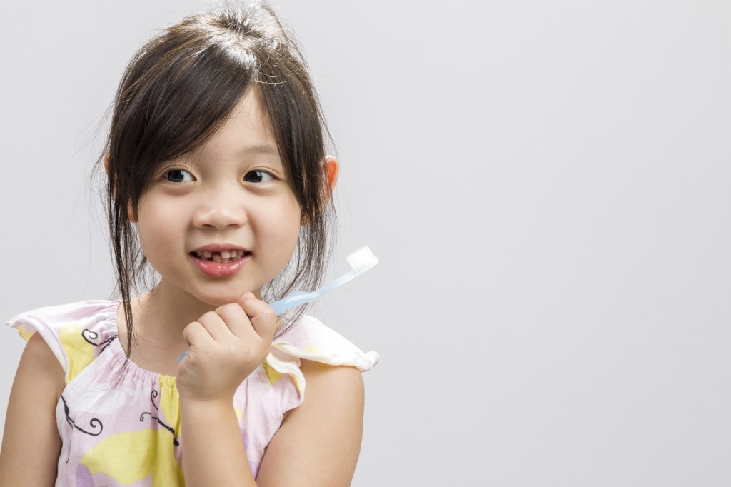 Kid Brushing Teeth Background / Kid Brushing Teeth / Kid Brushin