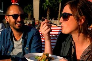 Culinair genieten in een zonovergoten sfeer. (foto Veerle Eyckermans)