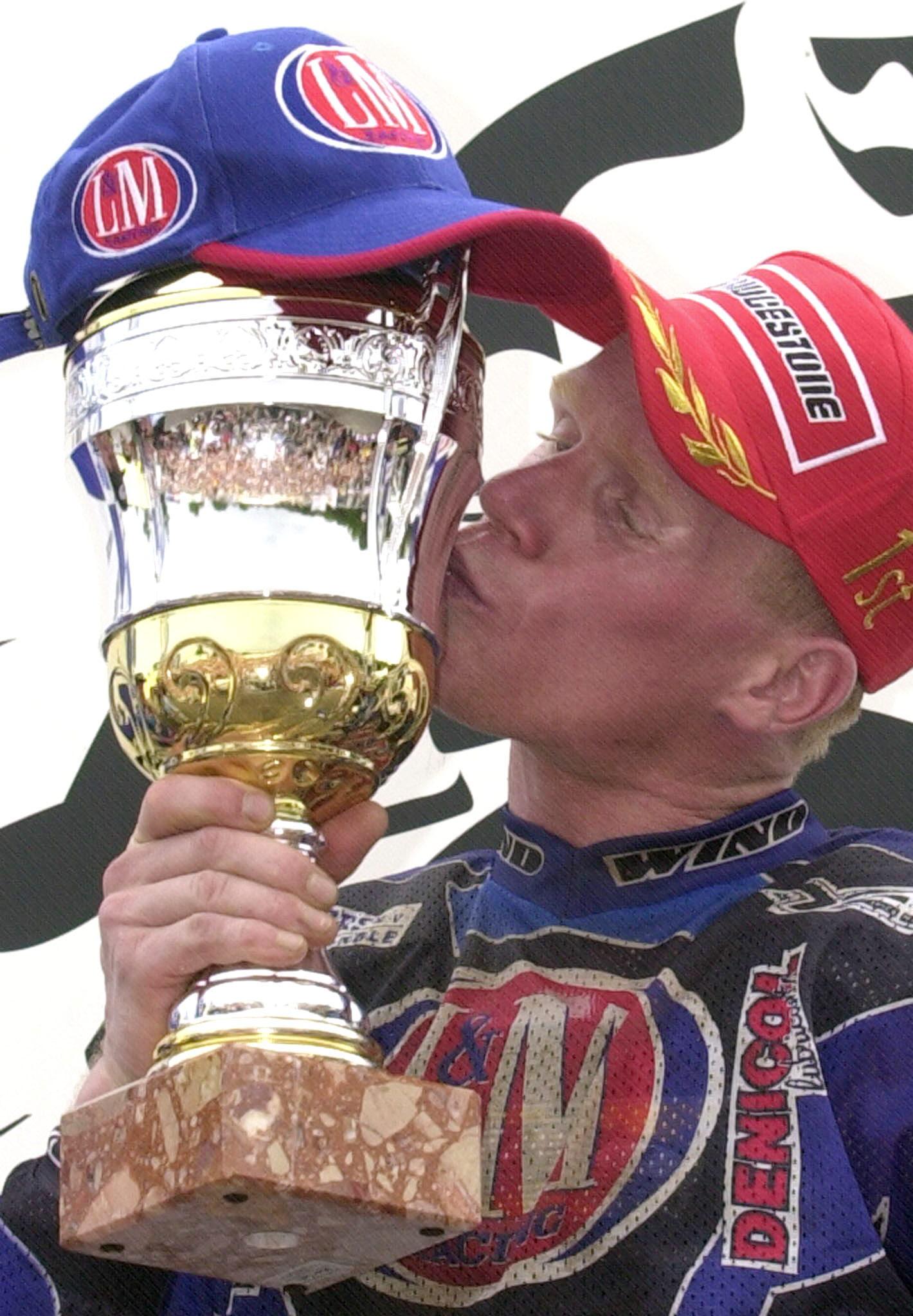 Joël Smets viert één van zijn vijf wereldtitels. (foto belga)