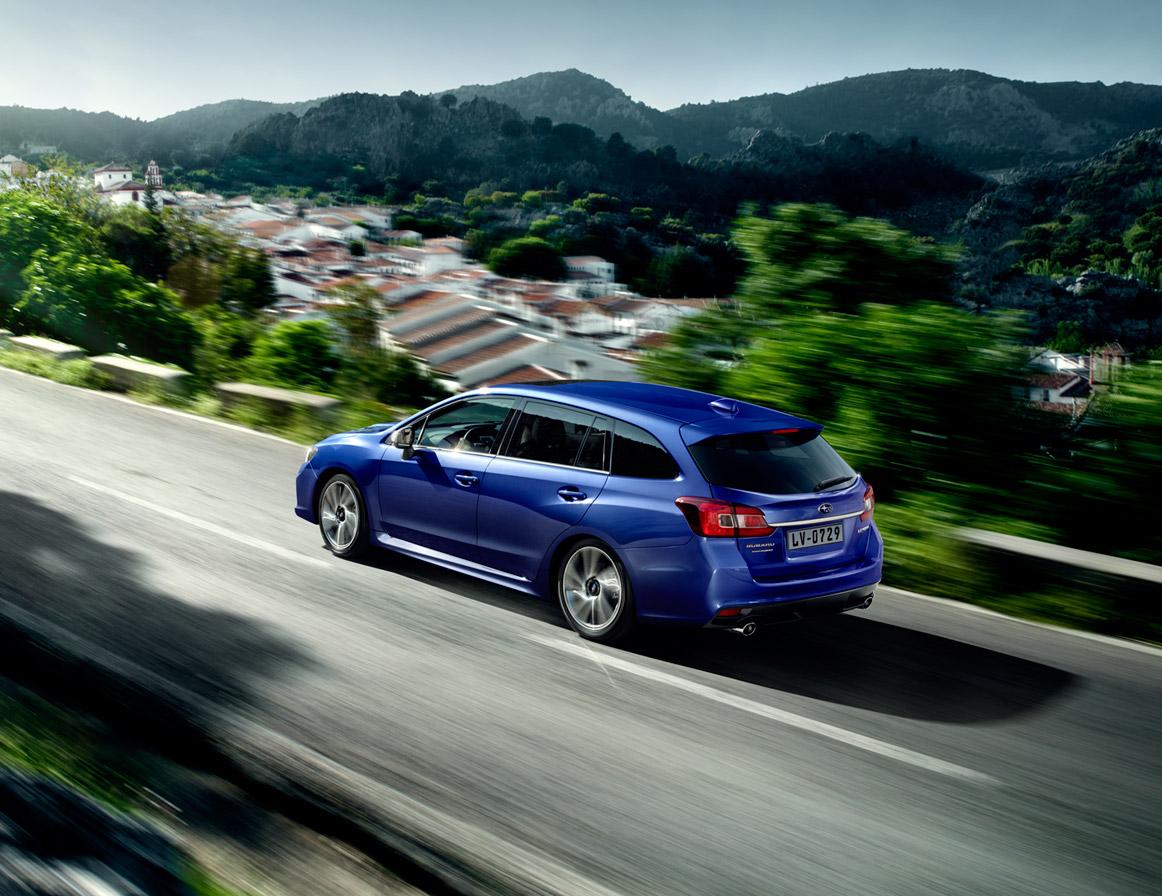 Donker getinte ruiten achterin zijn standaard op de Premium-uitvoering.