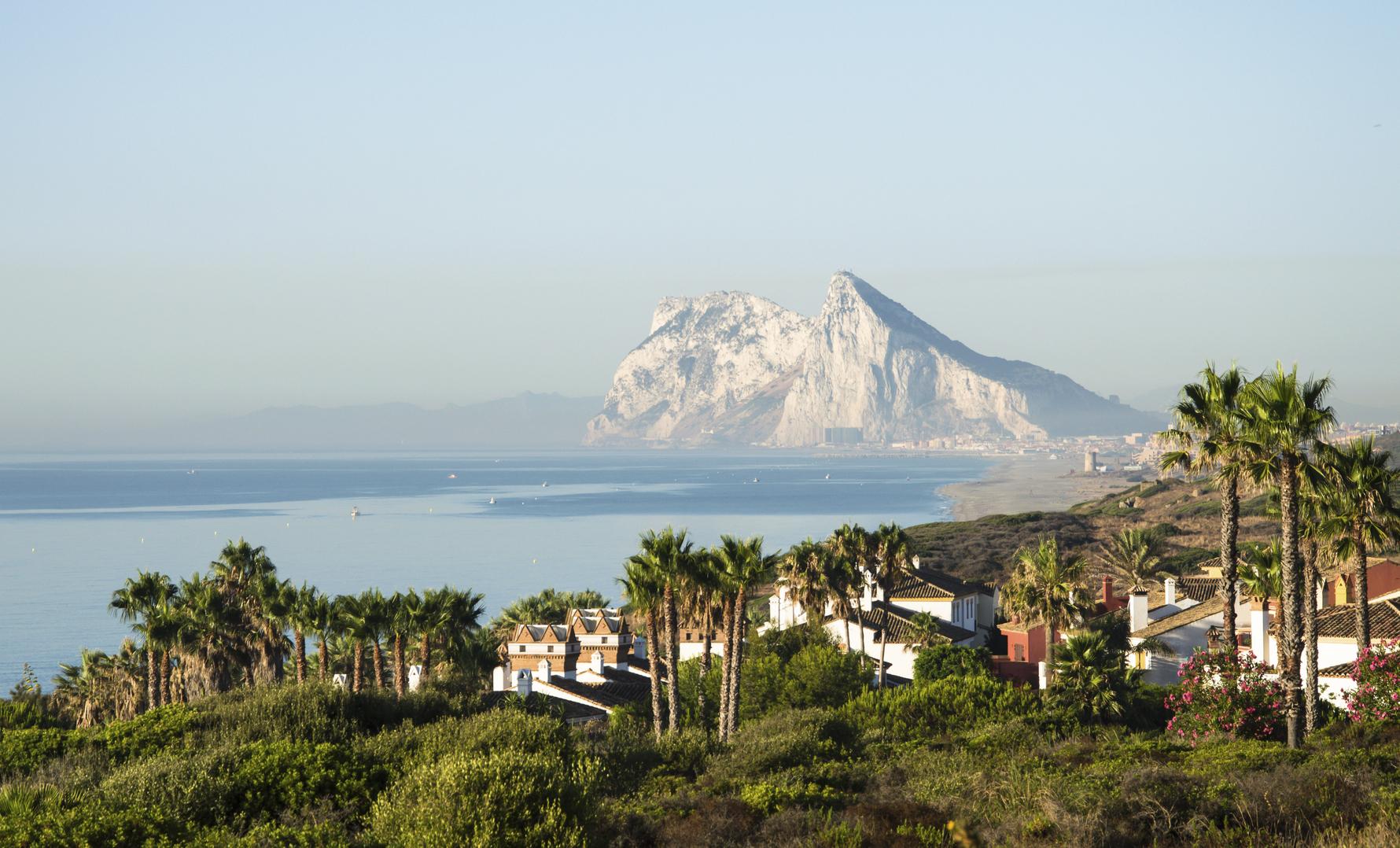 Niet te missen: de rots van Gibraltar. (foto istock)