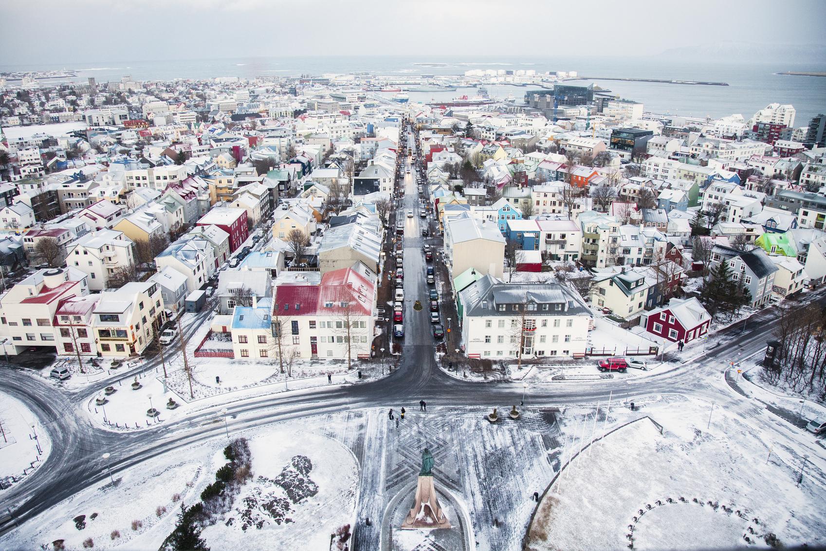 Een bijzondere skyline in Reykjavik. (foto istock)