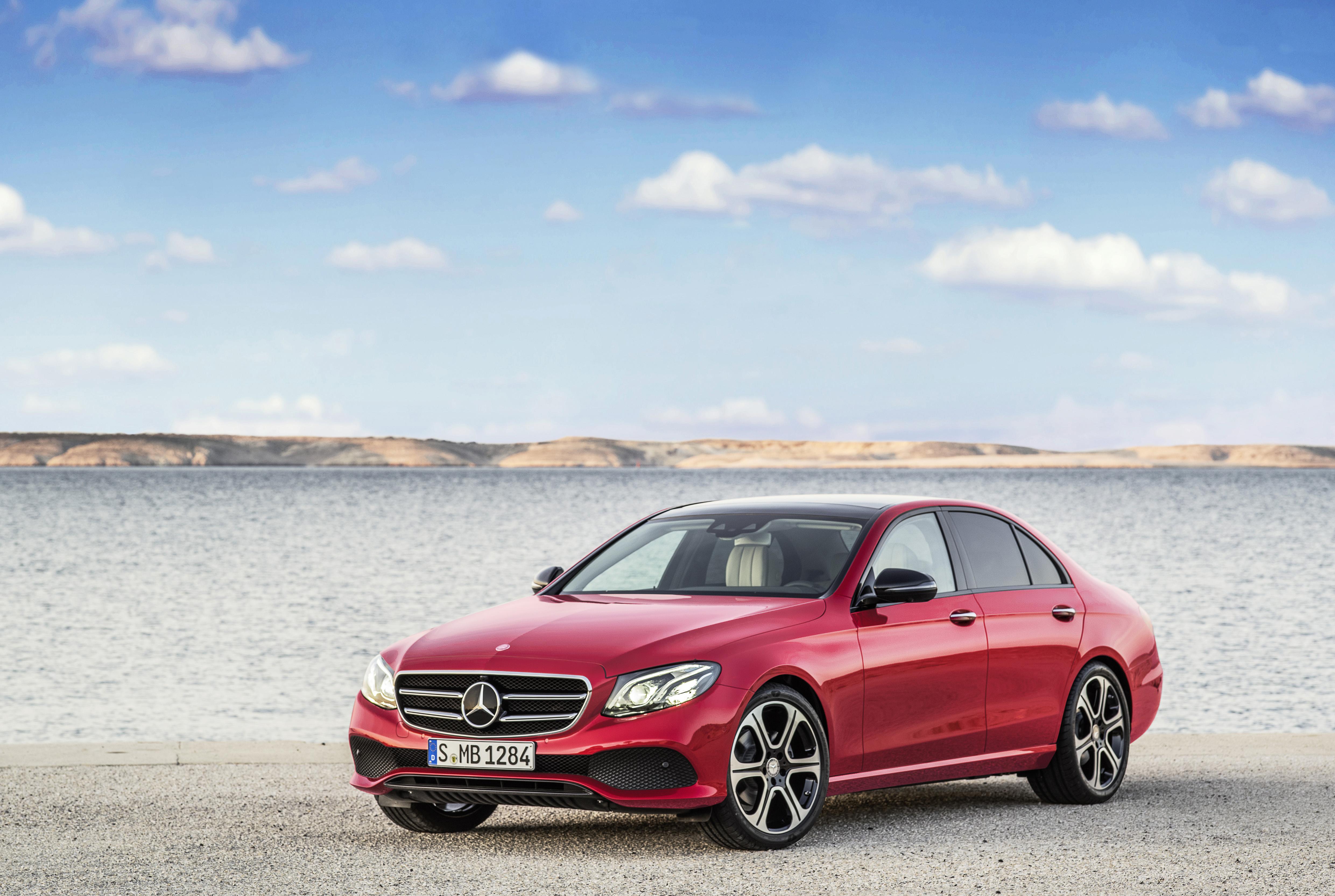 De nieuwe Mercedes-Benz E-Klasse is een geslaagde kruising tussen de C-en S-Klasse.
