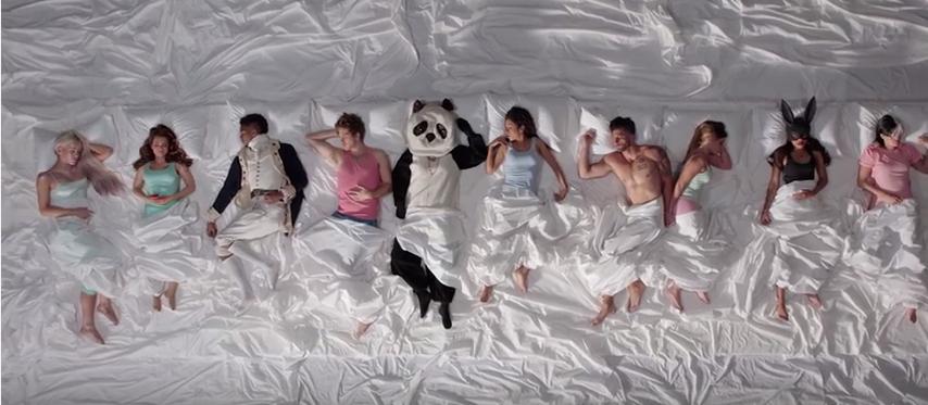 Een parodie op de videoclip 'Famous' van Kanye West, die heel wat controverse veroorzaakte.