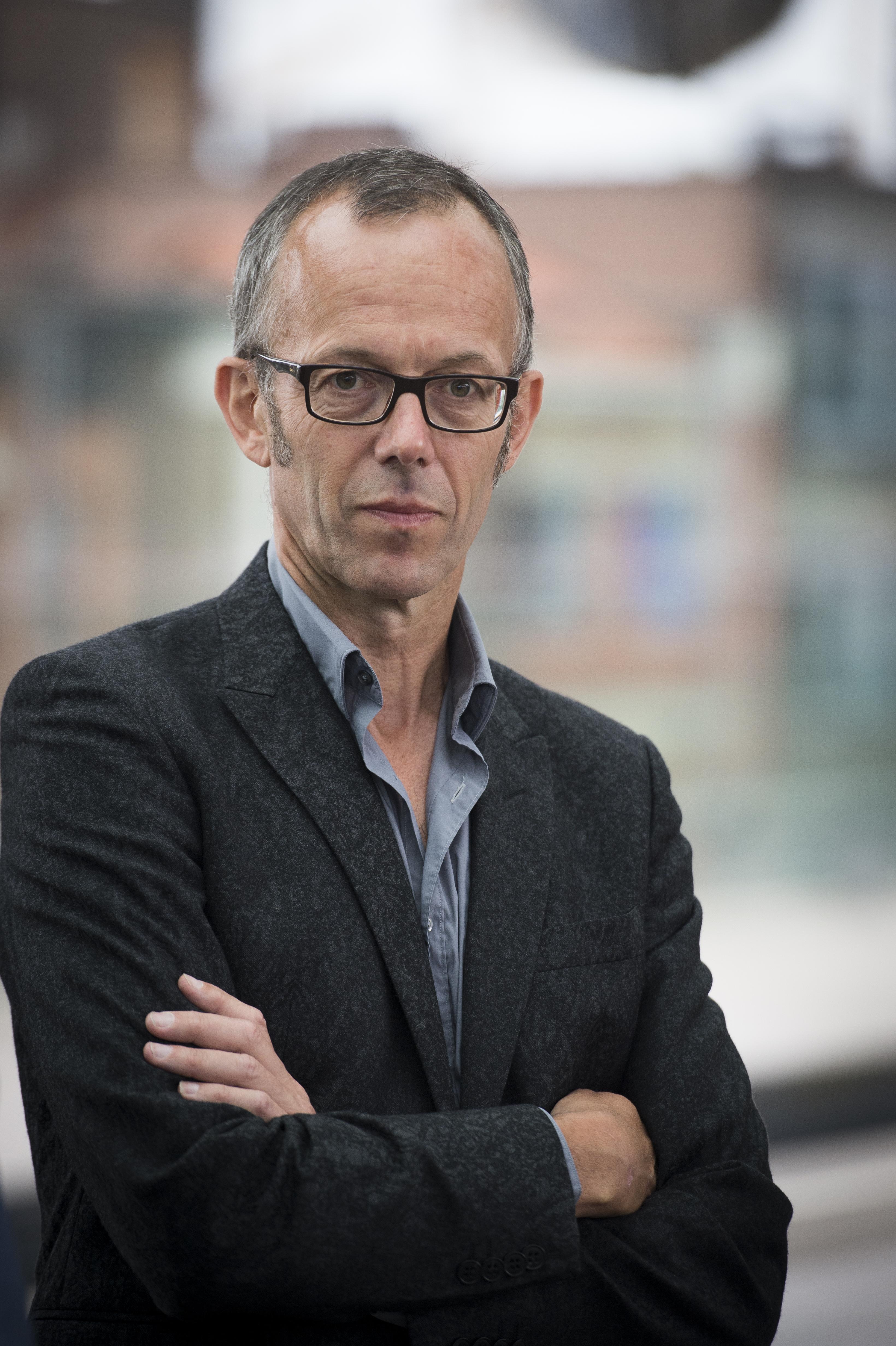 """Filip Watteeuw (Groen): """"Ik hoor Antwerps schepen Koen Kennis (N-VA) zeggen dat hij hard werkt voor z'n loon van 7200 euro per maand. Denkt hij dat mensen die 1.500 euro verdienen niet hard werken misschien?"""""""