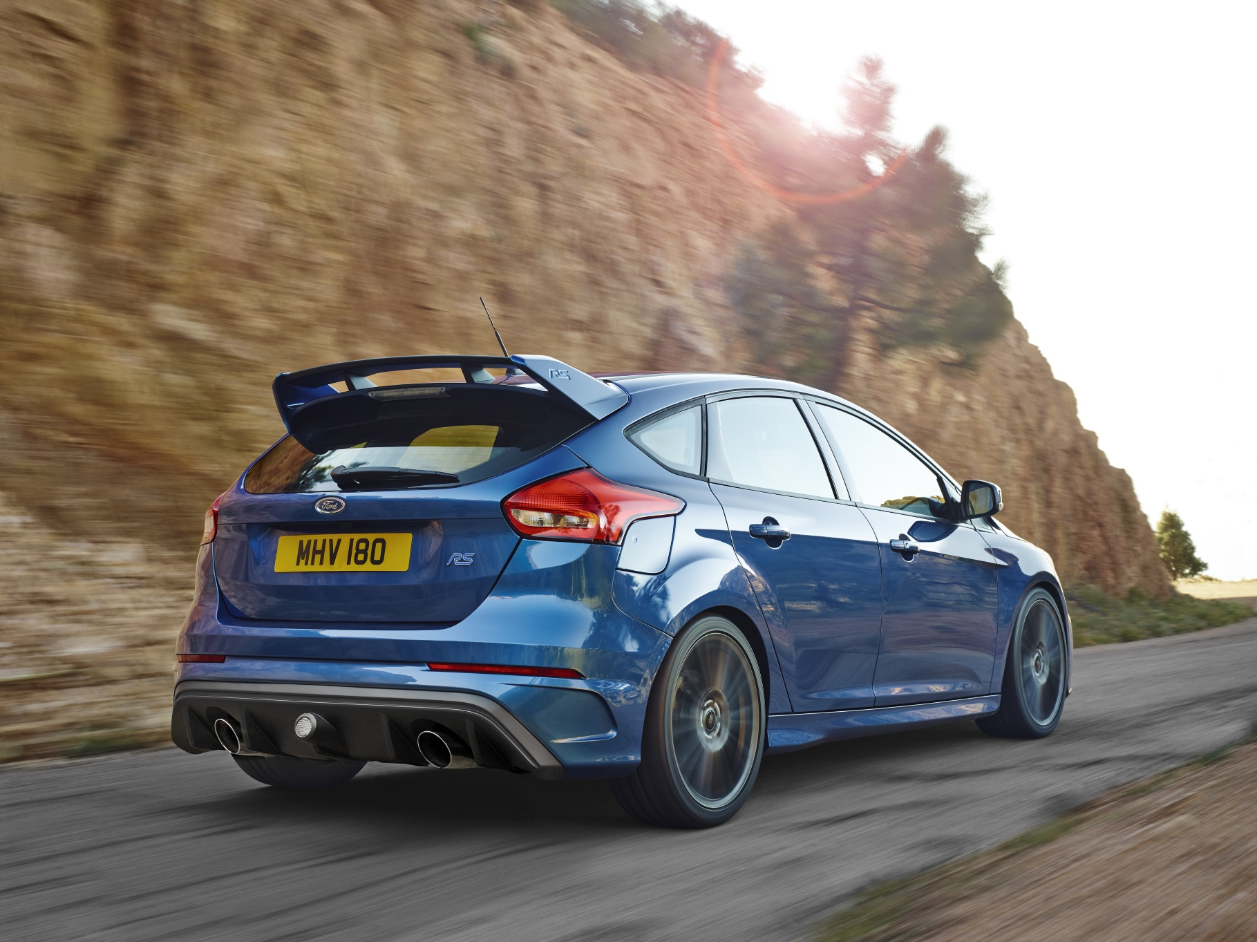 ford-focus-rs-2016-ext-2-rear