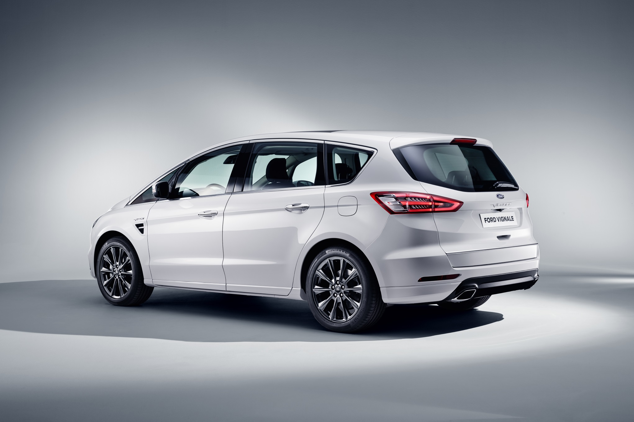 ford-s-max-2017-vignale-ext-2-rear