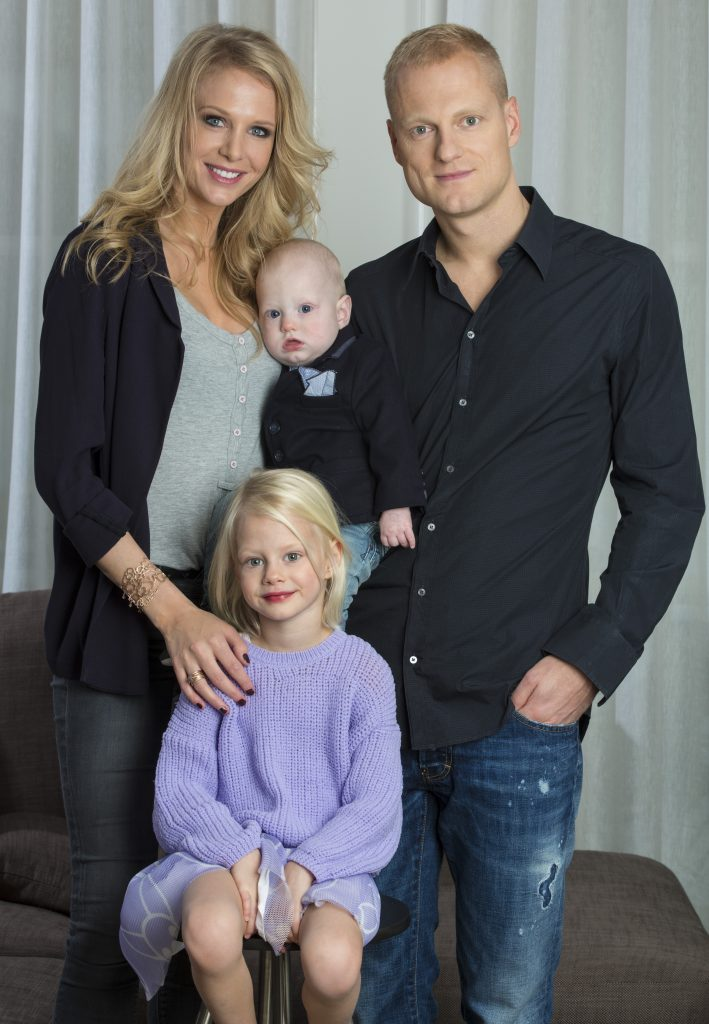 OLIVIER DESCHACHT WITH HIS WIFE ANNELIEN COOREVITS AND DAUGHTER ELENA (4J)AND SON LUIS