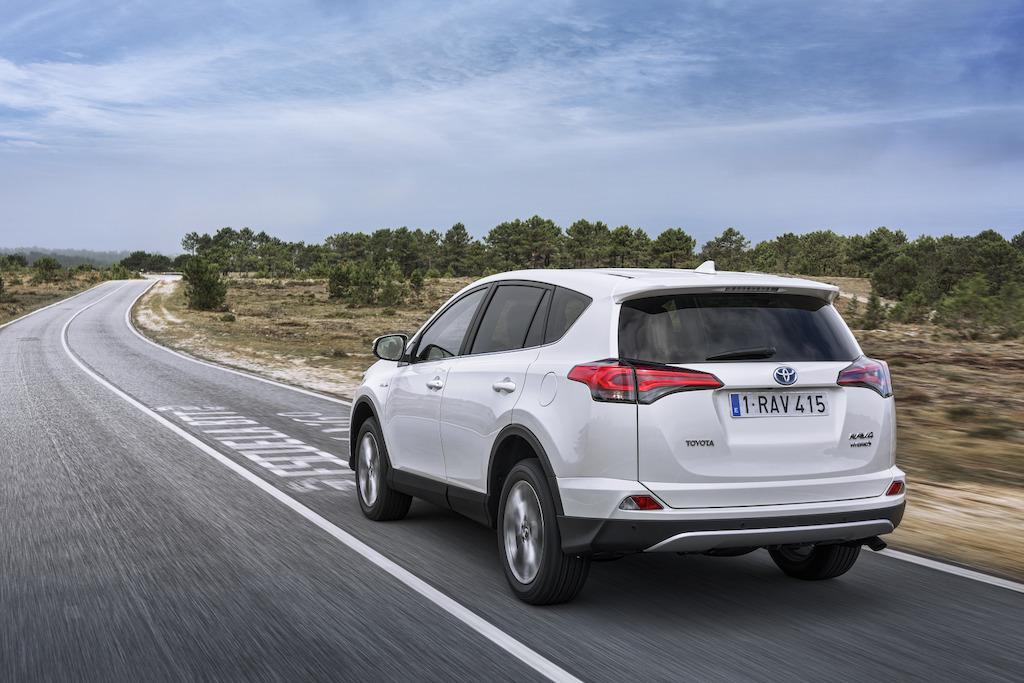 toyota-rav-4-hybrid-2017-ext-1-rear