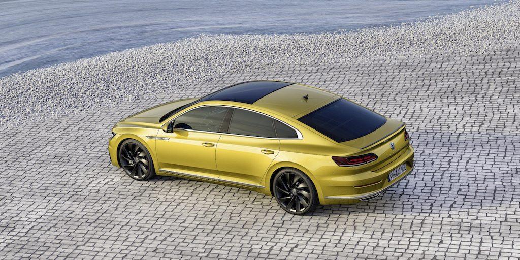 Een langgerekte daklijn is onder meer kenmerkend voor het coupéachtige fastbackdesign.