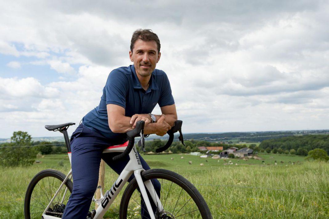 """Ook de Zwitser Fabian Cancellara genoot van de sterke prestaties van onze landgenoot Wout van Aert. """"Op dit moment is hij in alles goed. Hij moet nog uitzoeken waar zijn toekomst ligt."""" (foto Photonews)"""