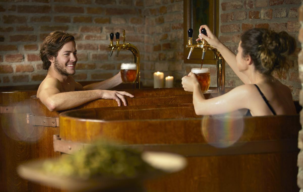 Voor de echte bierliefhebber: baden in een houten ton gevuld met het godenvocht. (foto David Marvan) ©© photographer: David Marvan;603263861