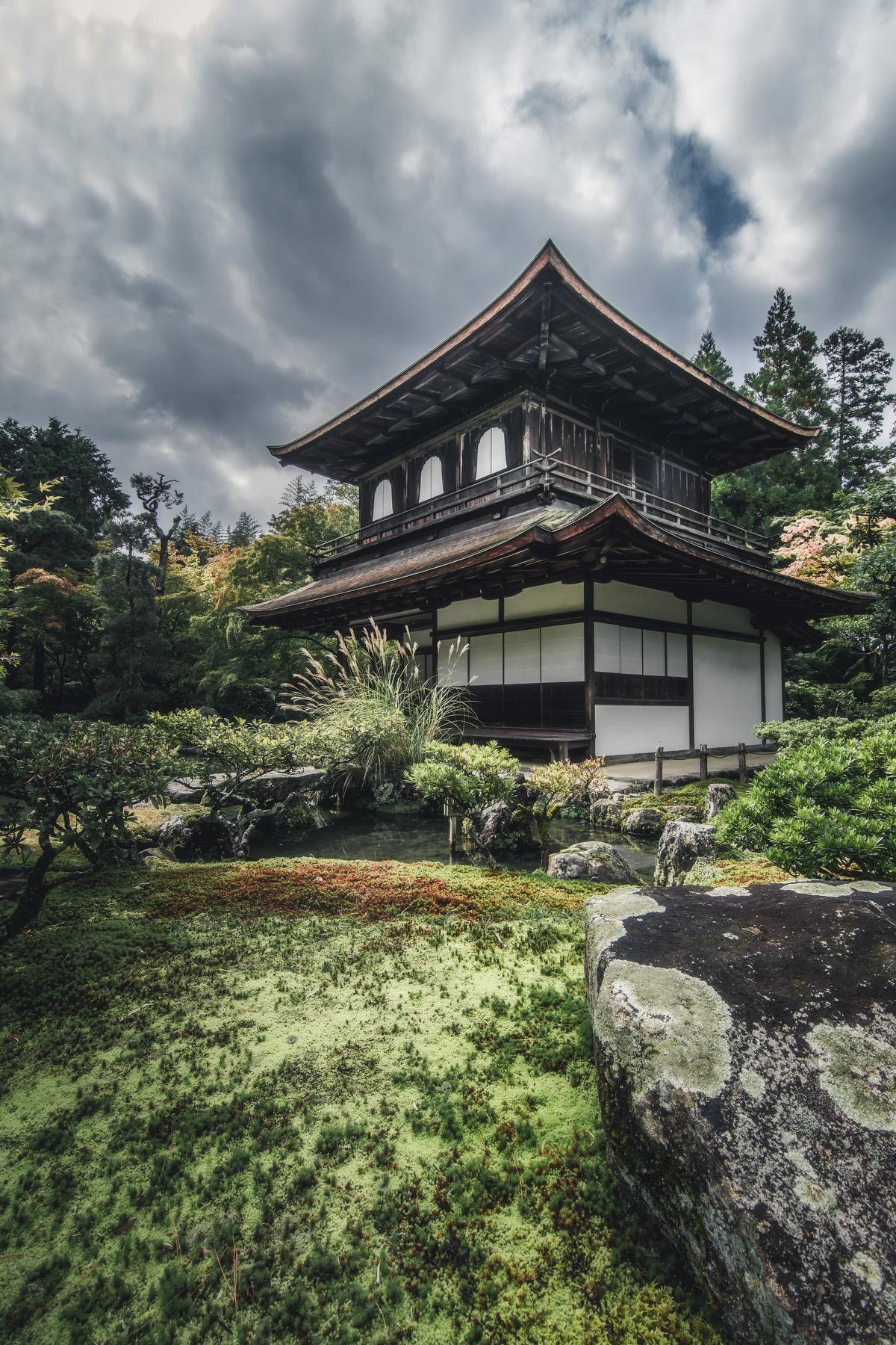 Ginkaku-ji, het Zilveren Paviljoen, is omringd door paradijselijke tuinen. (foto SB) ©sbedaux