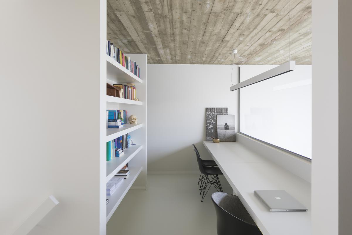 Creëer indien mogelijk een aparte bureauruimte, dan werk je niet in de drukte in de leefruimte en je zit 's avonds niet tussen al je paperassen. (foto's Liesbet Goetschalckx) ©Liesbet Goetschalckx