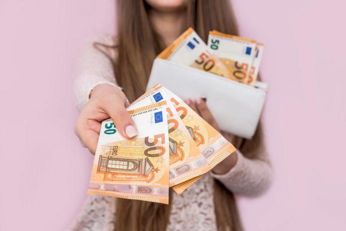 Neurologisch onderzoek heeft aangetoond dat je hersenen, elke keer dat je met cash geld betaalt, een soort 'pijn' registreren. (foto Getty Images) ©alfexe Getty Images/iStockphoto