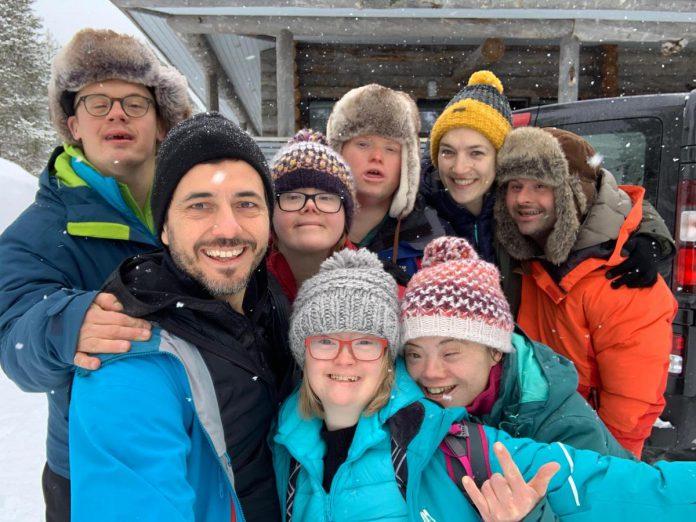 De eerste Down the road-groep - Kevin, Lore, Pieter, Lisa, Hélène en Martijn - trokken samen naar naar Fins Lapland. (foto VRT)