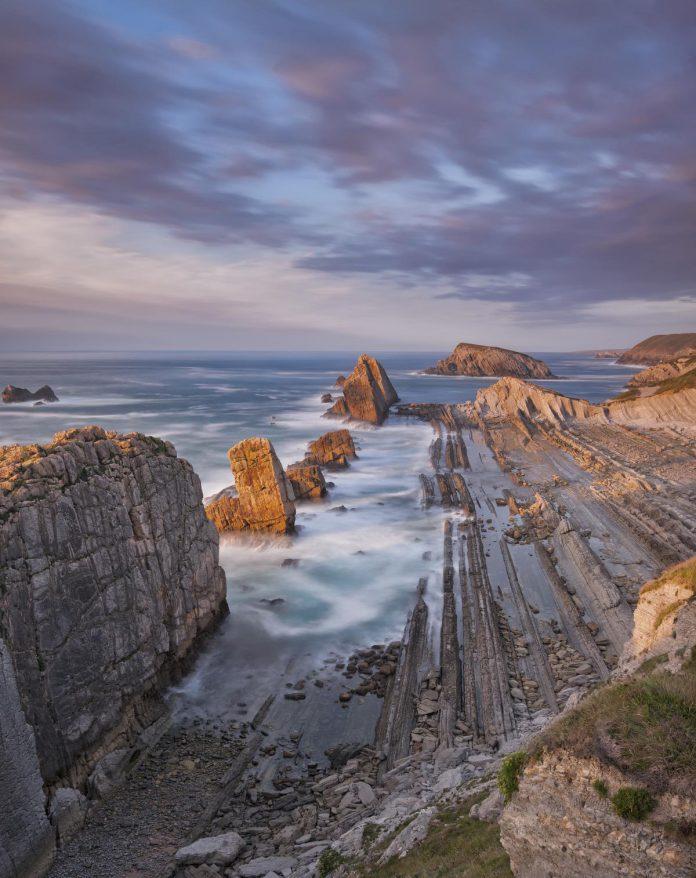 De kronkelende kustlijn: altijd anders, altijd adembenemend. (foto Getty Images)©Ana Tramont Getty Images/500px Prime