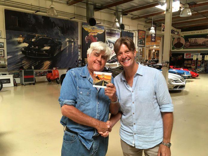 Een vergetelijk moment van Günther Neefs tijdens zijn reis in de Verenigde Staten langs de Route 66: een ontmoeting met Jay Leno in Californië. (GF)