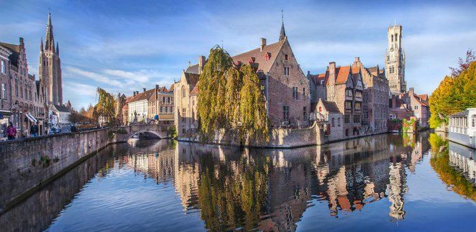 De beste plek voor een selfie in Brugge? Dat moet ongetwijfeld de Rozenhoedkaai zijn. (foto Toerisme Visit Bruges – Jan D'Hondt)