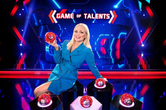 "Host Julie Van den Steen: ""Game of Talents combineert de strafste acts en mysterie in één spelshow."" (foto DPG Media)"