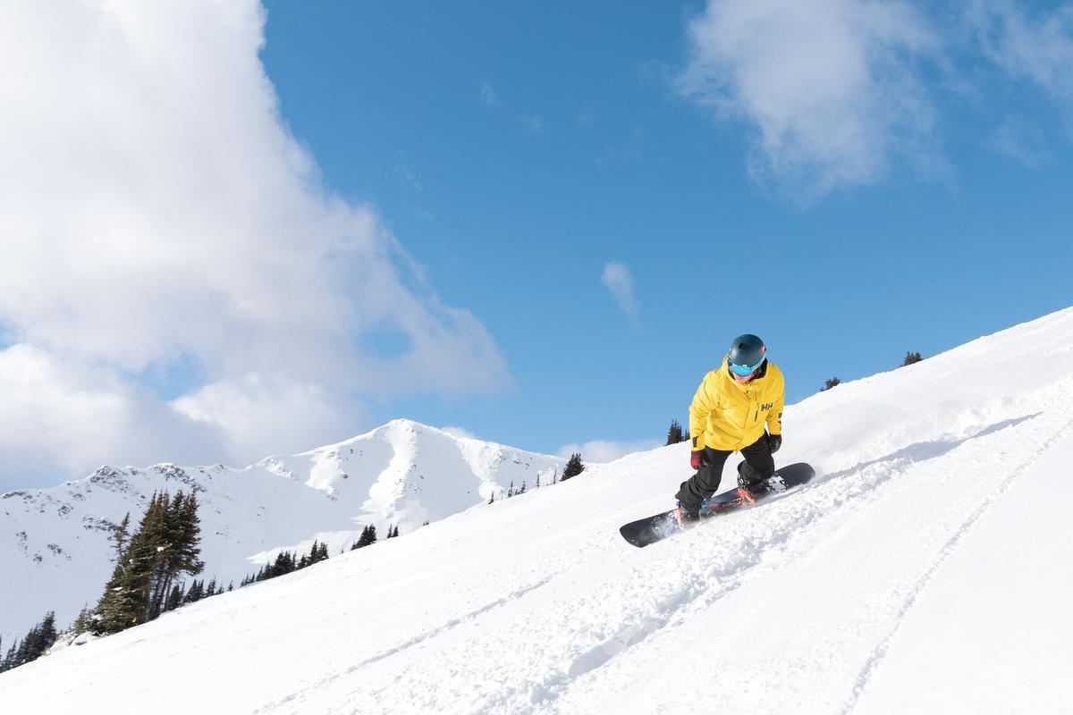 Skiën en snowboarden in Marmot Basin, de bergflanken van de Canadese Rockies: toch wel uitdagend, want de sneeuw voelt hier helemaal anders aan dan in Europa. (foto SBedaux)