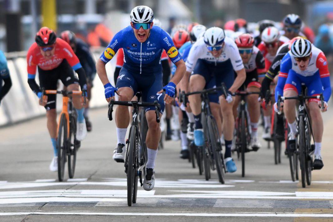 Davide Ballerini zette gisteren een sprint met 48 renners naar zijn hand en won de Omloop Het Nieuwsblad, zijn eerste klassieke zege. (foto Belga)© BELGA