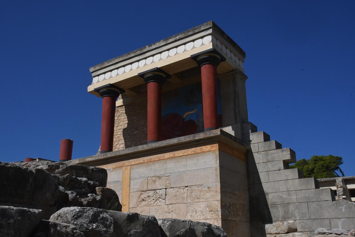 De ruïnes van Knossos: één van de bekendste plekken van het eiland, maar voor wie liever de drukte vermijdt, is er ook een veel minder bekend alternatief. (foto Peter Van Oyen)