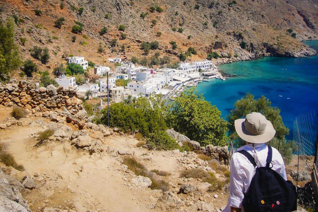 Op Kreta vind je tal van dorpjes die enkel te voet of per boot bereikbaar zijn, zoals hier Loutro. (foto Getty Images)© Getty Images/EyeEm
