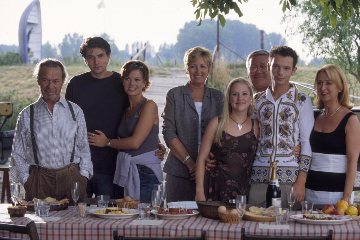 """Stille Waters was een Vlaamse dramareeks over de duistere geheimen van een ogenschijnlijk idyllisch Scheldedorp. """"Ik herinner me daar nog van dat ik me in het begin zelfs wat gegeneerd voelde tussen al dat acteergeweld"""", aldus Geena Lisa. (foto VRT)©Phile Deprez VRT-TV1"""
