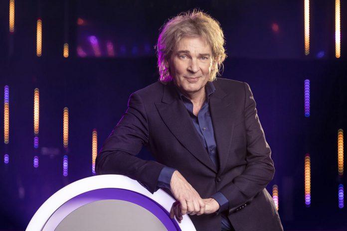 """Nederlands tv-icoon Matthijs van Nieuwkerk: """"Lang heb ik niet moeten nadenken. Ik heb tijd en stiekem droomde ik al langer van een programma op de Vlaamse televisie."""" (foto VTM)"""