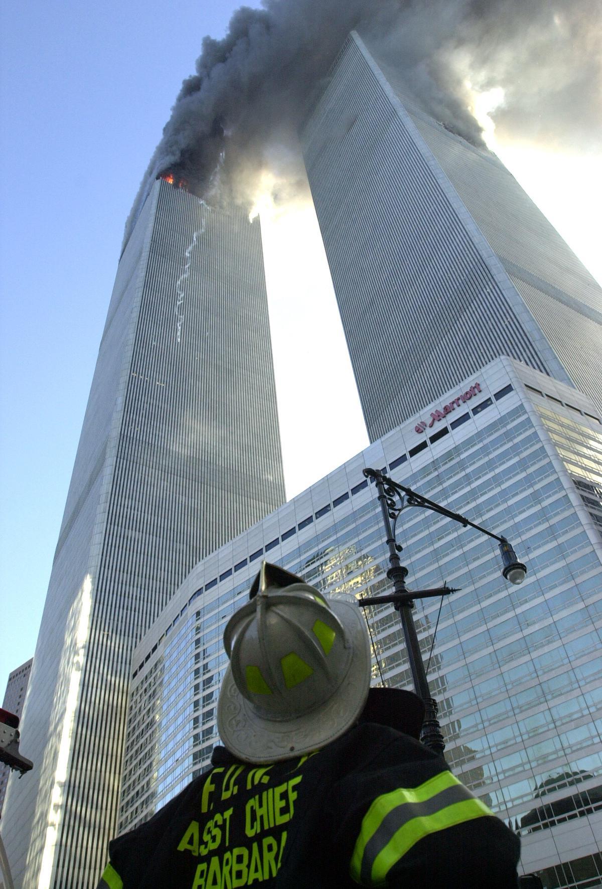 """Greet was bij de eerste groep journalisten die na 9/11 op Ground Zero werd toegelaten. """"In die dagen heeft mijn 'professionele ik' het helemaal overgenomen. Ik draaide volledig op adrenaline."""" (foto David Handschuh/NY Daily News Archive via Getty Images)©New York Daily News Archive NY Daily News via Getty Images"""