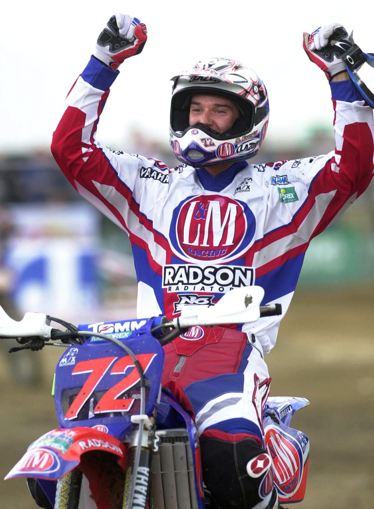 In 2001 domineerde Stefan Everts de motorsport: hij werd wereldkampioen en pakte de ene overwinning na de andere, zoals hier in Namen. (foto Belga)©BENOIT DOPPAGNE BELGA