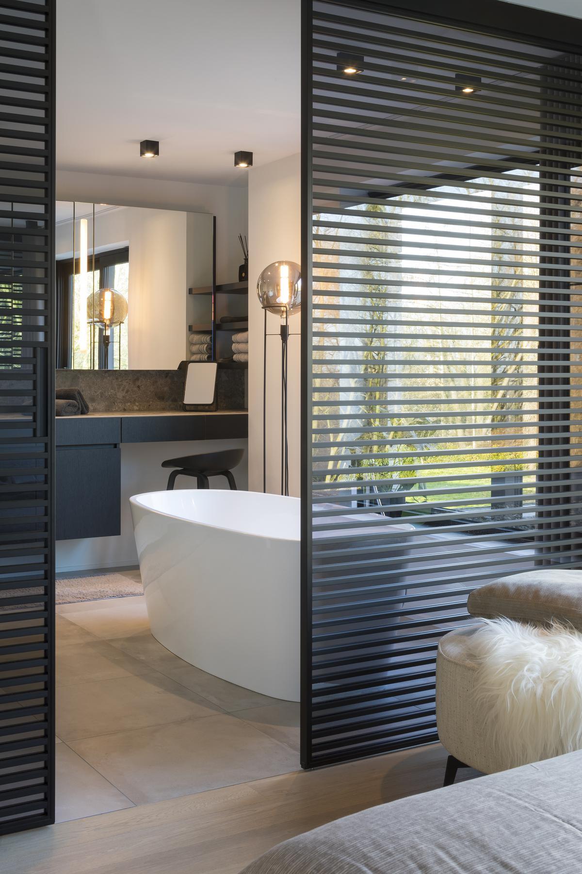 Kleed je badkamer aan zoals je dat met je woonkamer zou doen. (foto Liesbet Goetschalckx)