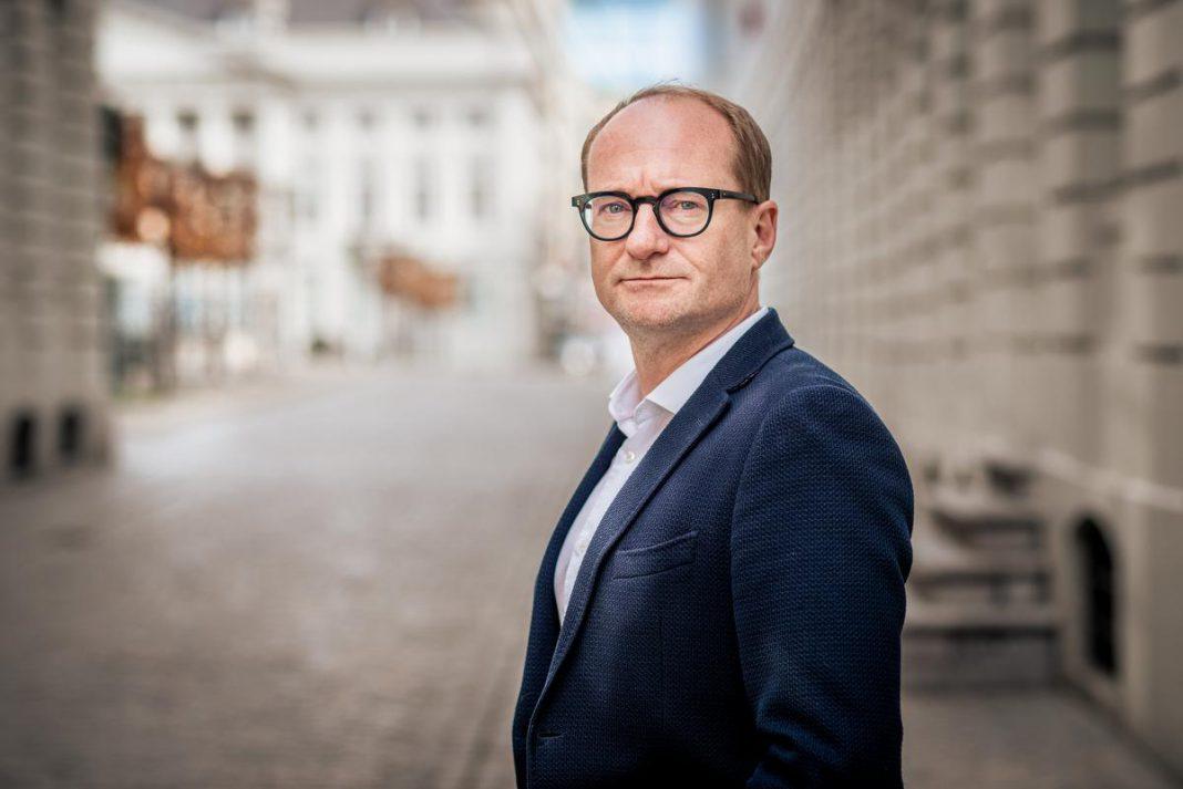 """Vlaams minister van Onderwijs Ben Weyts: """"Ik ben tegen een muur gebotst. Dat heeft even pijn gedaan, maar ik ben snel weer recht gekrabbeld."""" (foto's Christophe De Muynck)"""