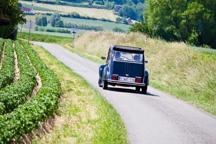 De Vlaamse Ardennen lenen zich perfect voor een leuke daguitstap met de 2CV. (foto 2CV&CO)