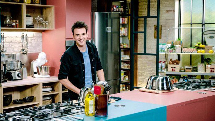 """Loïc Van Impe gaat een kookbattle aan met gerenommeerde (sterren)chefs: """"Objectief gezien kan ik natuurlijk nooit winnen van een sterrenchef."""" (foto DPG Media)"""