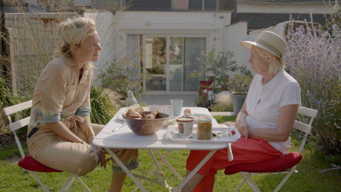 """Cath Luyten gaat onder andere op zoek naar de vrouw achter de onsterfelijke personages die actrice Sien Eggers vertolkt. """"Ik werd er enorm warm ontvangen."""" (foto VRT)"""