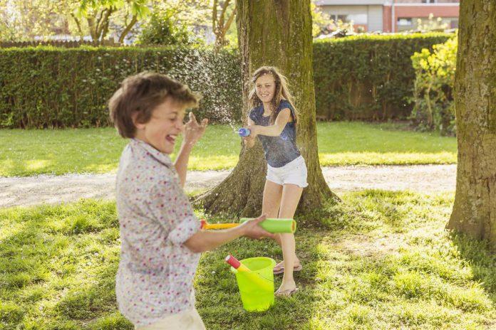 Parken zijn bedoeld om ontmoetingen te creëren, om te genieten op een bankje en om te ravotten in het groen. Op de foto het Sint-Sebastiaanspark in Roeselare. (foto Visit Roeselare)