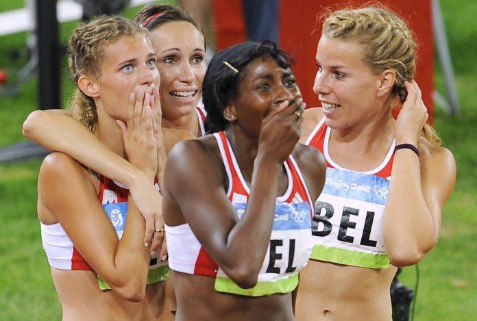 Olivia Borlée, Kim Gevaert, Élodie Ouédraogo en Hanna Marien kunnen het nauwelijks geloven: zilver op de Olympische Spelen van 2008. Acht jaar later bleek het zelfs goud te zijn. (foto Belga)©BENOIT DOPPAGNE BELGA