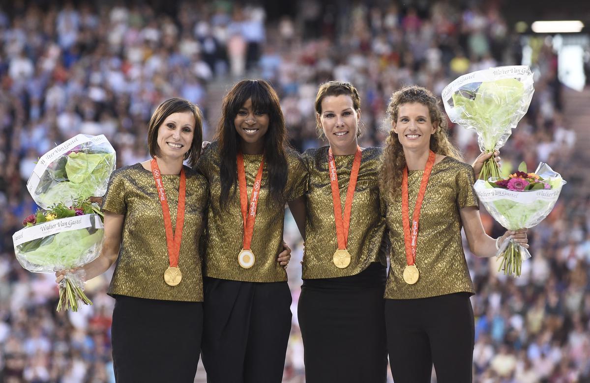 In 2016 mochten Kim, Elodie, Hanna en Olivia eindelijk hun gouden medaille in ontvangst nemen. (foto AFP)©JOHN THYS AFP