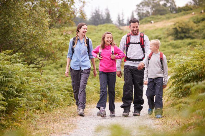 Wandelsport Vlaanderen vzw wil volgende zondag heel Vlaanderen aan het wandelen krijgen. (gf)