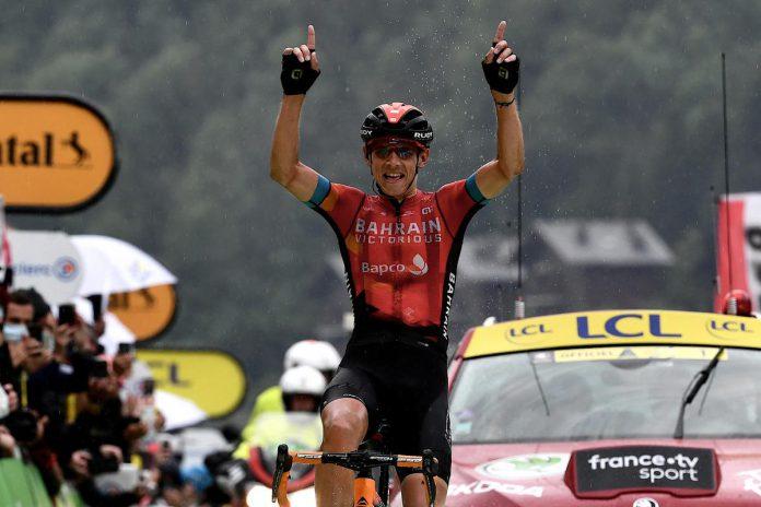 Twee jaar na zijn ritzege op La Planche des Belles Filles won de 29-jarige Dylan Teuns de zware en uitgeregende Alpenrit naar Le Grand-Bornand. (foto Getty)© AFP