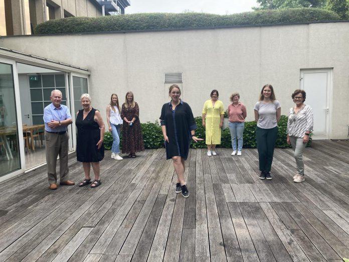 Sabine Peeters (midden) en onze winnende lezersduo's: helemaal klaar voor een boeiende workshop! (GF)